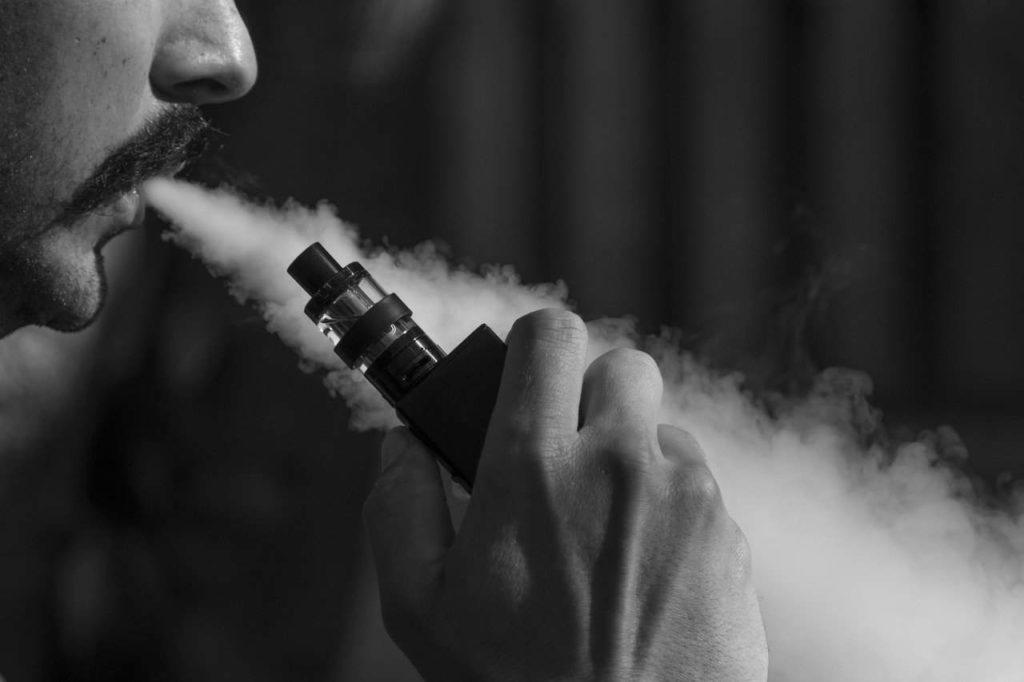 Une box produit plus de vapeur qu'une cigarette électronique tube