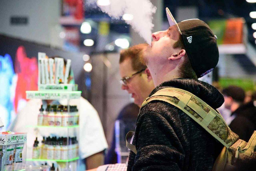 la cigarette électronique est un passe-temps pour certains